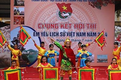"""Hội thi """"Em yêu lịch sử Việt Nam"""" cấp thành phố năm 2014"""