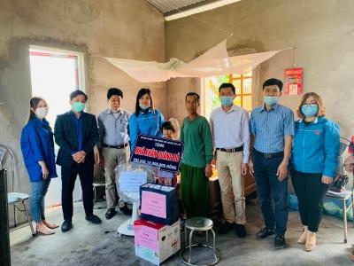 Trao tặng Nhà khăn quàng Đỏ khởi động Tháng Thanh niên năm 2021