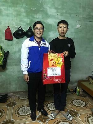 Đoàn Thanh niên - Hội LHTN Việt Nam quận Hồng Bàng tặng quà thanh niên ảnh hưởng chất độc da cam DIOXIN nhân dịp Tết Nguyên đán Canh Tý 2020