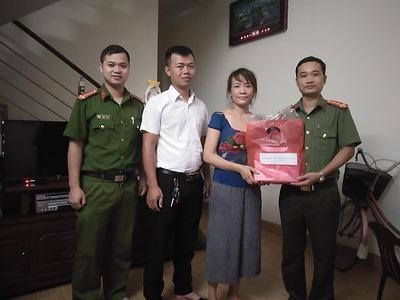 Quận đoàn Hải An thăm tặng quà thanh niên tín đồ tôn giáo có hoàn cảnh khó khăn