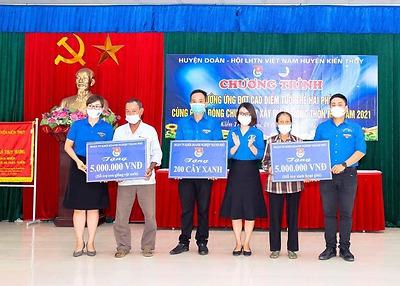 Đoàn Khối tham gia Ngày tuổi trẻ Hải Phòng cùng hành động chung tay xây dựng nông thôn mới tại Huyện Kiến Thụy.