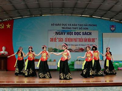 Đoàn trường THPT Đồ Sơn - Đoàn TT GDNN-GDTX quận sôi nổi tổ chức các hoạt động văn hoá văn nghệ, thể dục thể thao nâng cao đời sống tinh thần cho ĐVTN