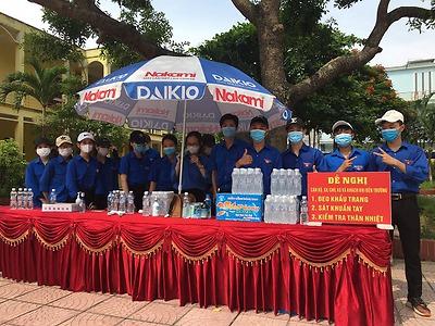 Đội tình nguyện Hoa Phượng đỏ