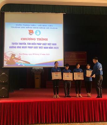 Hưởng ứng Ngày Pháp luật Việt Nam, Đoàn Thanh niên - Hội Sinh viên Trường Cao đẳng Cộng đồng Hải Phòng tổ chức Chương trình Tuyên truyền, tìm hiểu pháp luật Việt Nam.