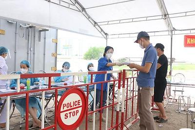 Quận đoàn Hải An: các đội thanh niên tình nguyện tha gia hỗ trợ tại các điểm xét nghiệm cho lái xe trên địa bàn quận
