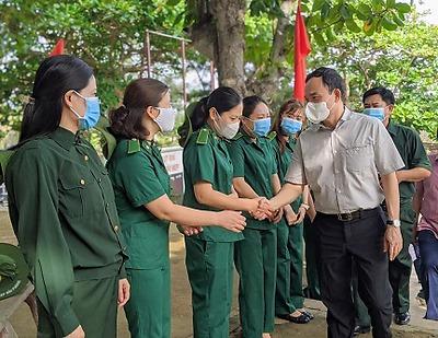 Bí thư Thành ủy Trần Lưu Quang thăm, động viên đội viên Liên đội TNXP đảo Bạch Long Vỹ