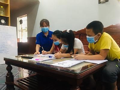 Chiến sĩ tình nguyện HPU giảng dạy Tiếng Anh miễn phí!