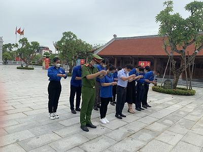 BTV Huyện đoàn An Dương tổ chức dâng hương tại đền tưởng niệm Đồng chí Nguyễn Đức Cảnh.