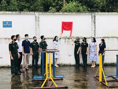 Đoàn Thanh niên BĐBP phối hợp với Hội Phụ nữ BĐBP Thành phố tặng sân chơi cho thiếu nhi xã Hiền Hào, huyện Cát Hải